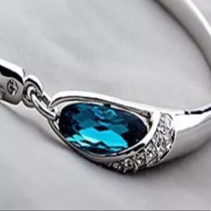 💎 Blue crystal silver bangle